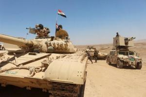 Iraqi soldiers gather to go battle against ISIS militants south of Mosul