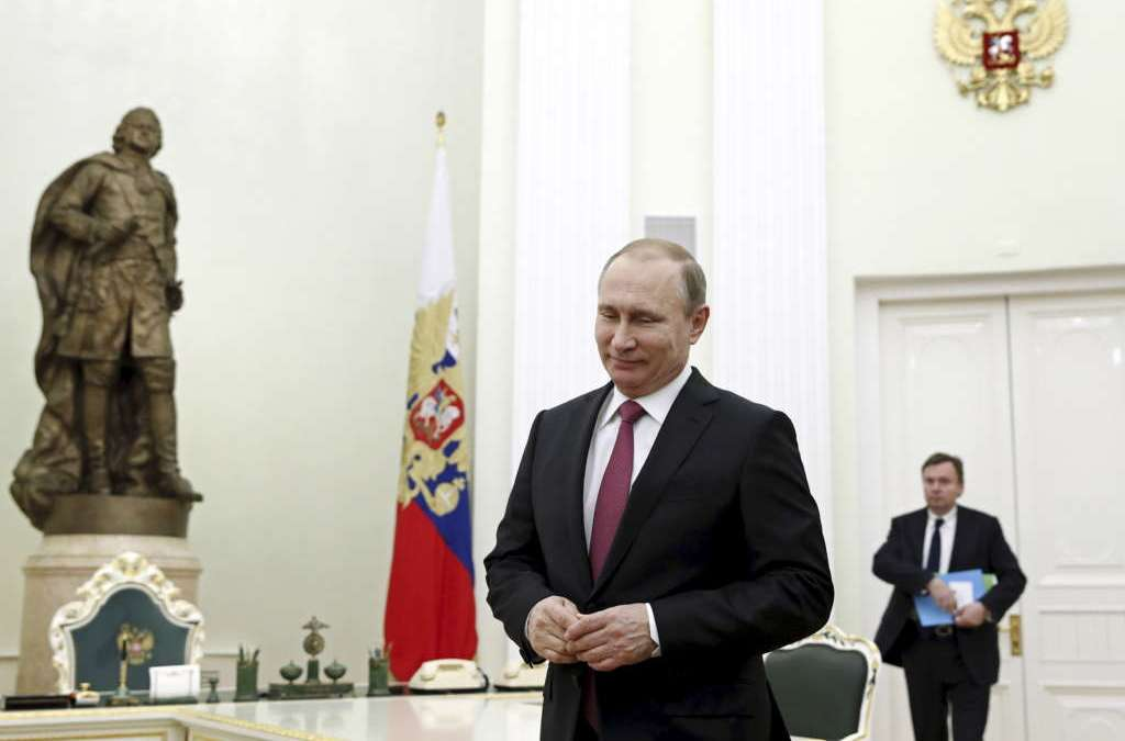 Kremlin: Putin Made Decision to Cut Russia's Oil Production
