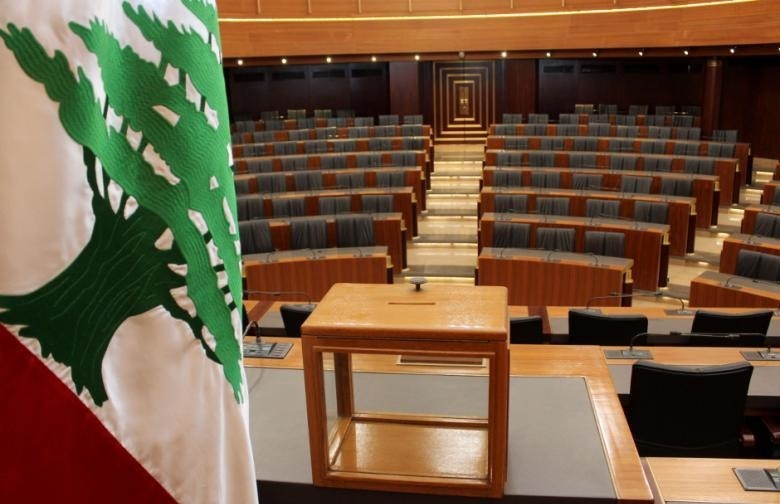 Hariri Cabinet Wins Confidence Vote, Arms File Avoided