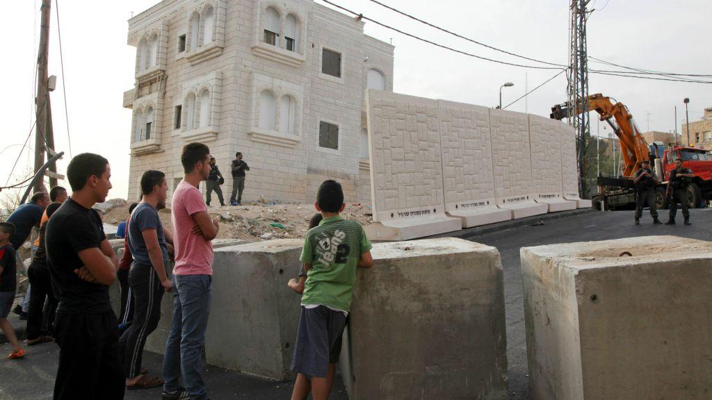 Israeli Occupation Forces Impose Blockade on Jabel Mukabar Neighborhood