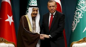 Turkey's President Recep Tayyip Erdogan (R) and Saudi King Salman bin Abdul-Aziz Al Saud during king's official visit to Turkey, April 12, 2016 (Umit Bektas, Reuters