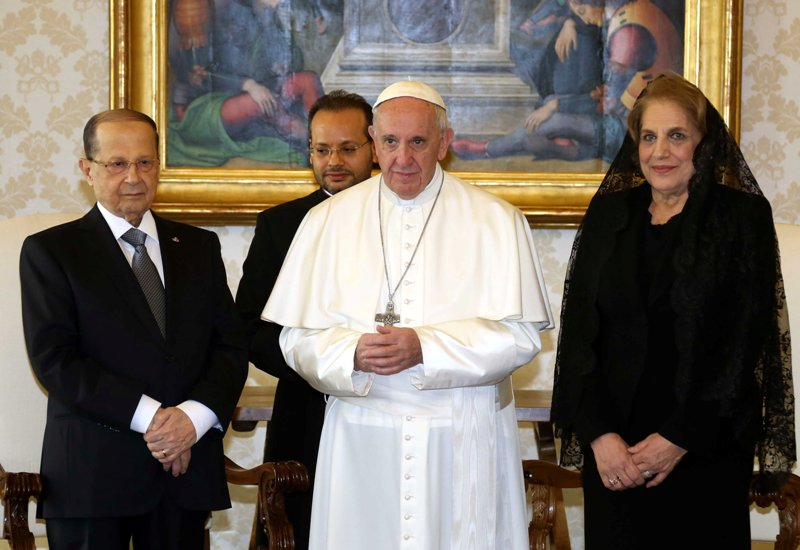 Aoun Asks Pope to Support Lebanon on Regional, International Levels
