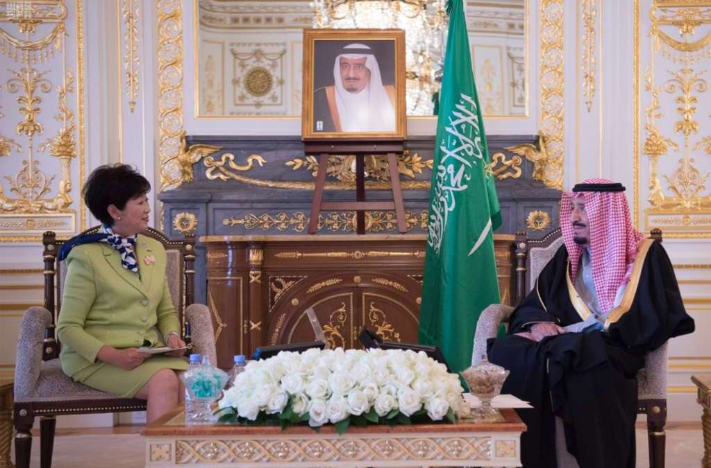 King Salman Reviews Regional Developments with Japanese Officials