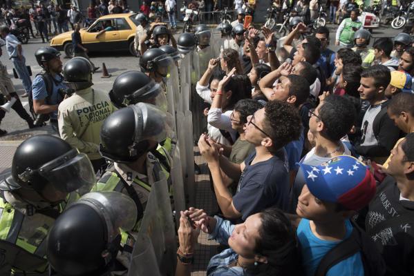 Venezuelan National Assembly Seeks to Sack Supreme Court Judges