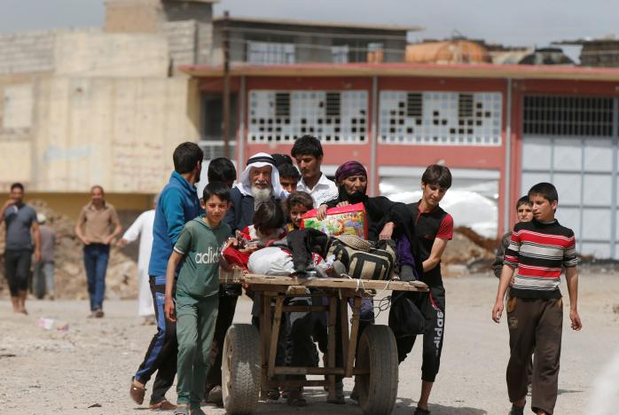 Mosul Residents Flee in Droves as Iraqi Forces Advance against ISIS Strongholds