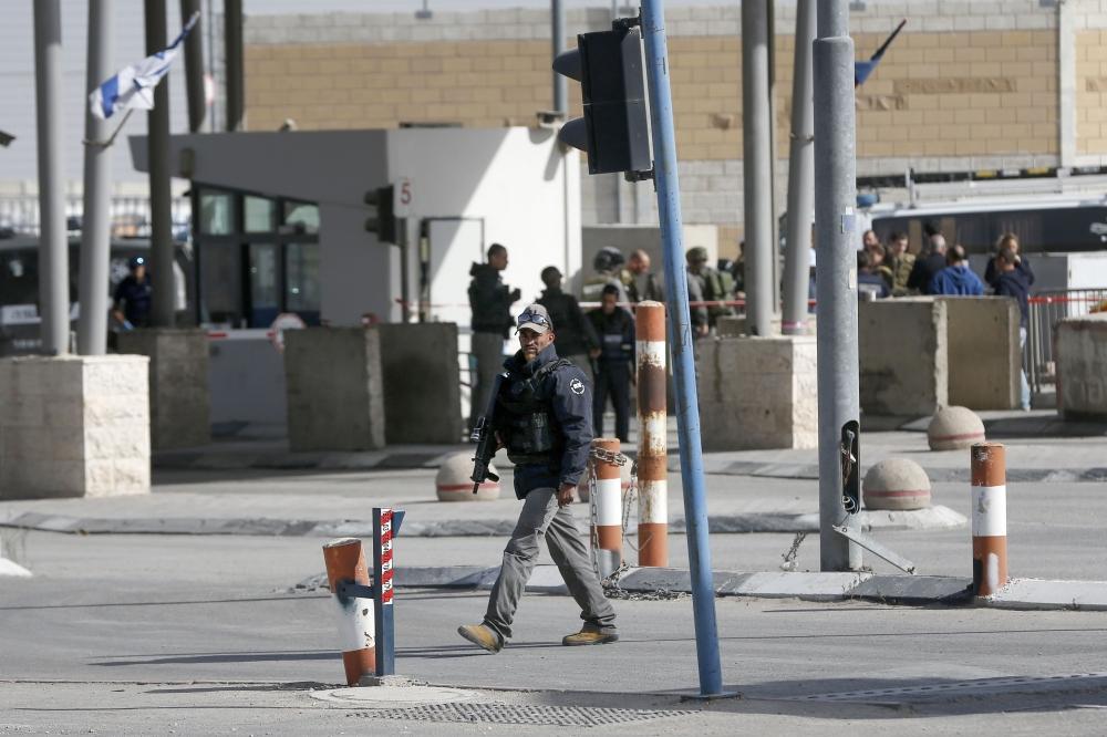 Police: Palestinian Woman Stabs Israeli Guard