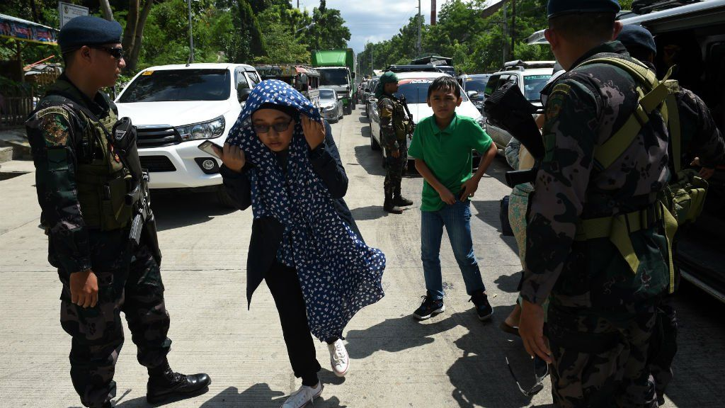 2,000 People Caught in Fighting between Militants, Philippine Forces