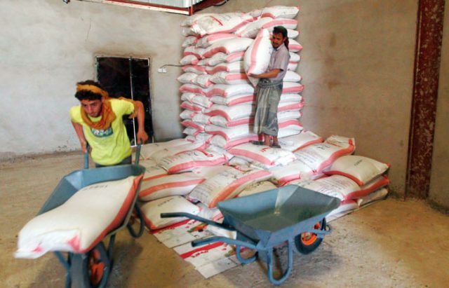WFP Admits Transferring Rotten Wheat Aid to Aden