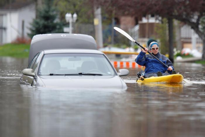 Heavy Rain Disrupts Transportation in New York, Delays Flights in Canada