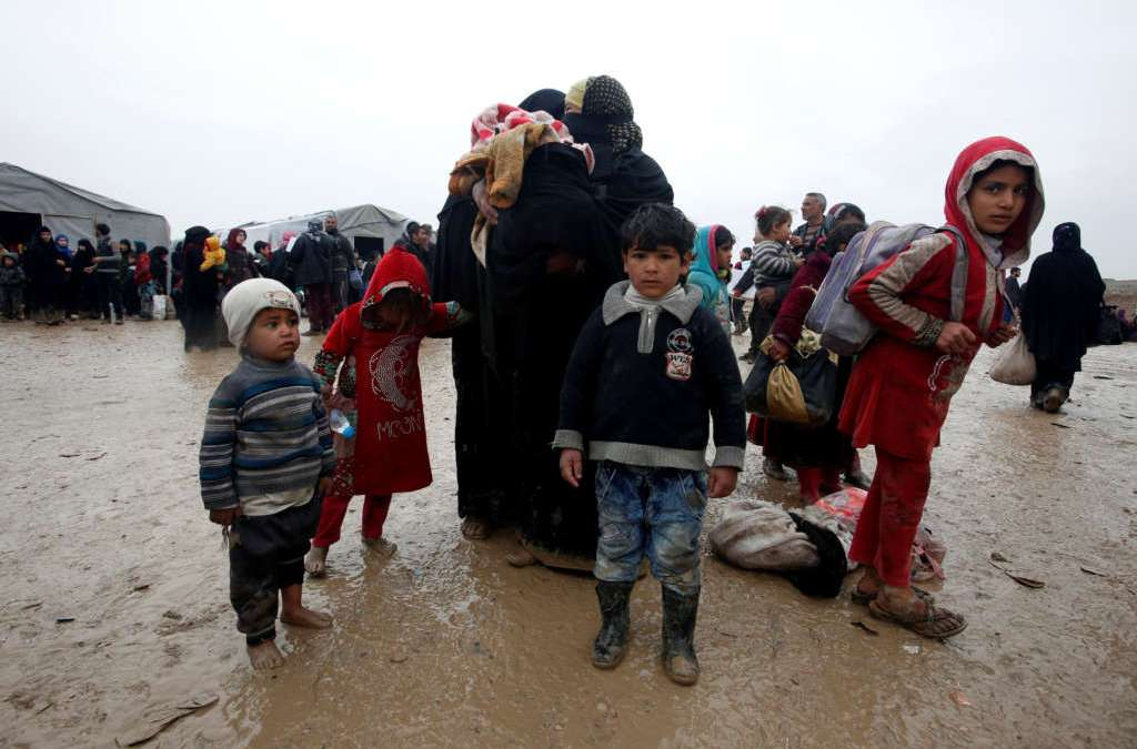 Thousands of Families Pour Out of Mosul as Fighting Intensifies