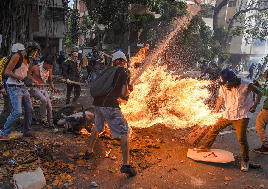 Unrest Death Toll Rises as Looting Ravages Venezuela