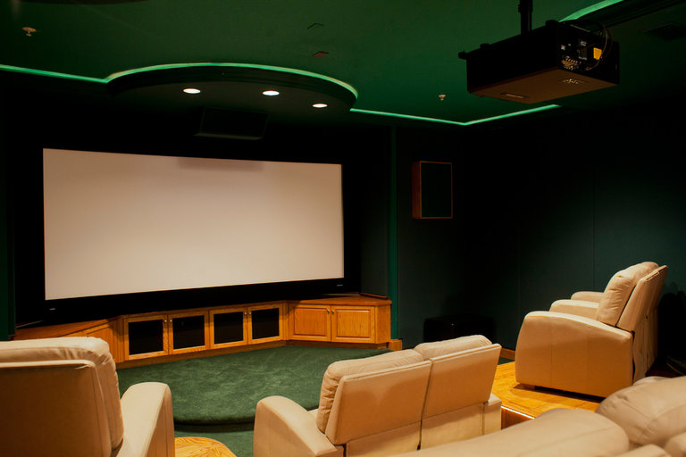 How a Projector Can Substitute for a Television Set