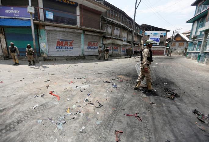 Pakistan Says Retaliatory Attack Killed Five Indian Soldiers in Kashmir