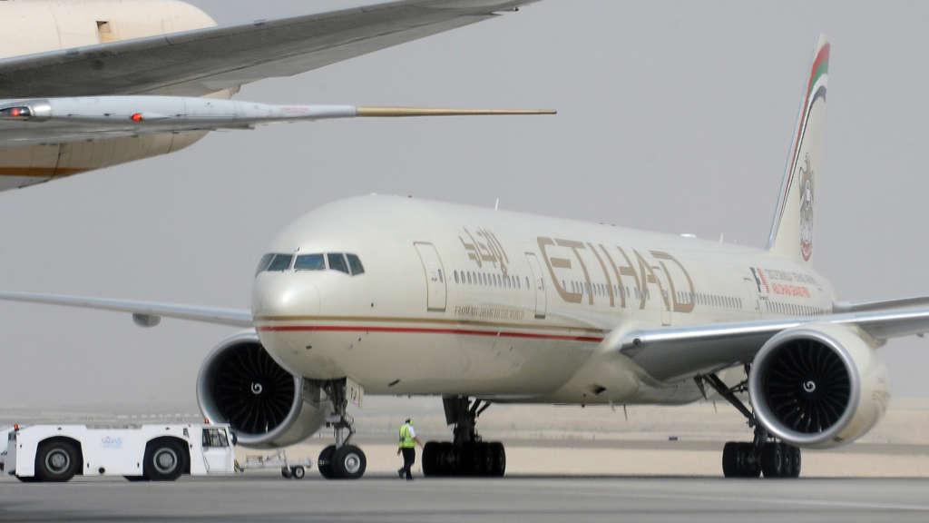 Etihad Airways: Qatari Nationals Banned from Traveling to UAE or Passing Through it