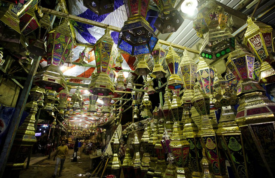 Palestinian Woman Makes Ramadan Lanterns with Recycled Materials