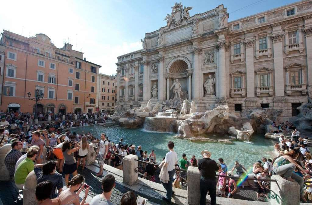 Tourists Who Wade into Rome's Fountains Face Hundreds in Fines