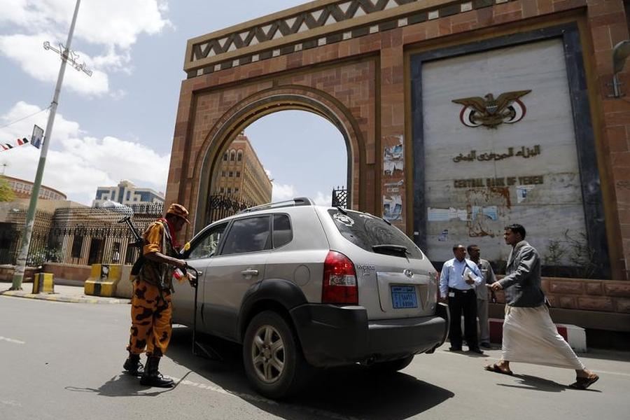 Yemen's Finance Ministry: 'Government Sector Salaries were Handed Over in Sana'a via Specific Banks'