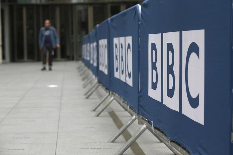 BBC Female Anchors Call for Filling Gap in Salaries