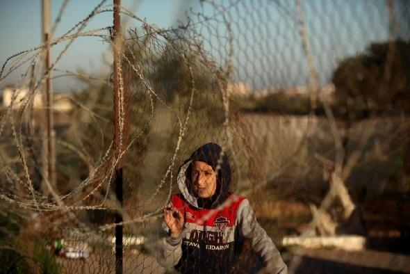 Egypt to Provide Hamas with Barb Wires, Surveillance Cameras