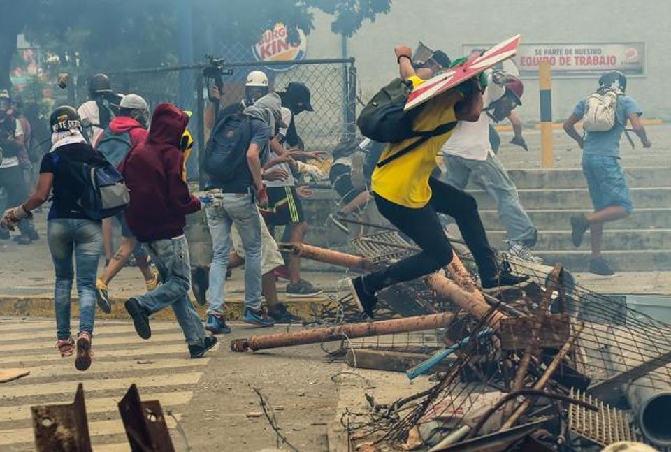 3 Dead as Venezuela Strike Enters Second Day