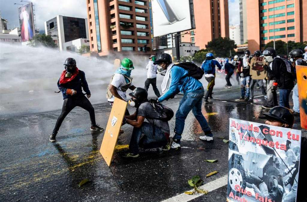 Death Toll in Venezuela Protests since April Reaches 100 amid Mounting Int'l Fears