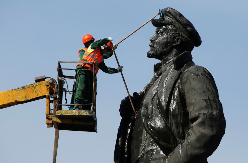 Lenin Statue Back in Berlin