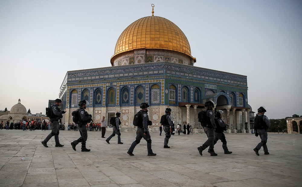 Over 1,000 Israeli Settlers Storm Aqsa Compound under Police Protection