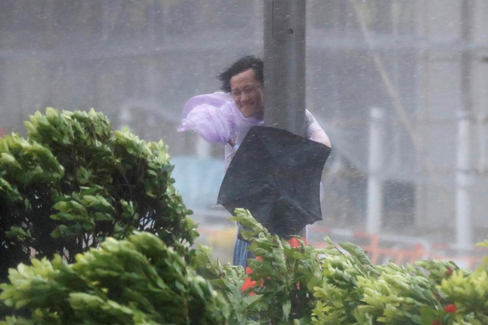3 Killed as Typhoon Hato Lashes Hong Kong