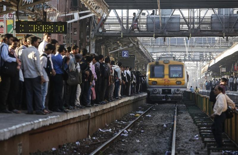 At Least Ten Killed, Dozens Injured in India Train Derail