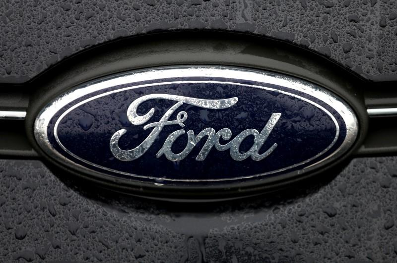 Ford's New Self-driving Vehicle Talks to Pedestrians via Light Signals