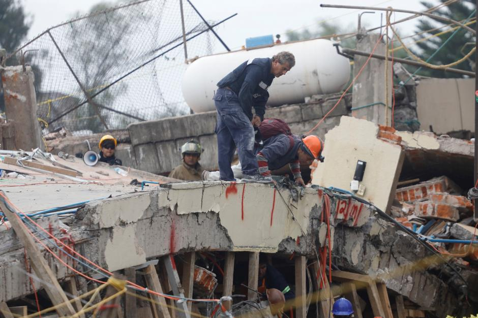 Mexico's First Responders Races to Save 12-Year-Old Girl as Quake Toll Hits 237