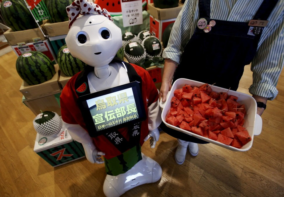 New Social Robot Learns Moving in Crowded Places