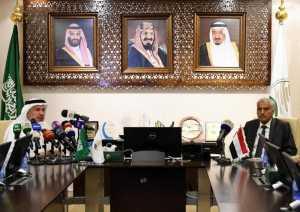 Yemeni Minister of Interior General Hussein Arab (R) meets with Dr. Abdullah bin Abdulaziz al-Rabiah (L).