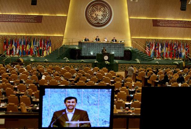 Ahmadinejad receives standing ovation at UN General Assembley, 2008