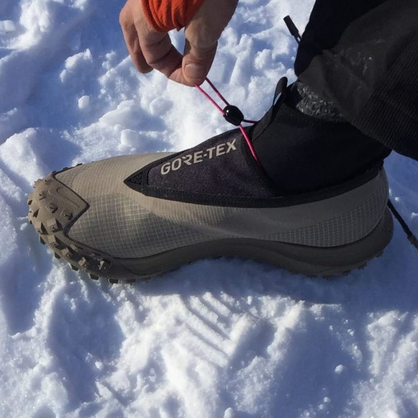 Nike ACG Gore-Tex Mountain Fly The draw-string lacing system and gaitor