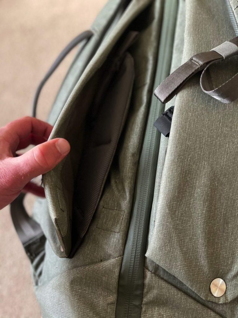 Peak Design Travel Duffelpack 65L hip belt stored Engearment