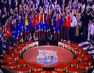Glade Barcelonaspillere modtager folkets hyldest fra Det Olympiske Stadion i Rom