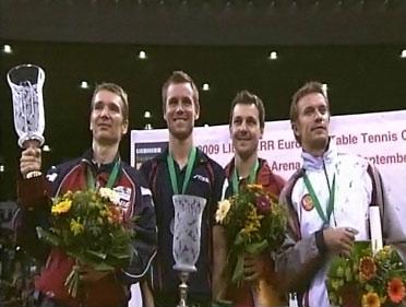 Medaljetagerne på sejrsskamlen: Østrigeren Werner Schlager (nr 2 og sølv), Europamester Michael Maze, Timo Boll fra Tyskland (nr 3 og bronze) og hviderusseren Vladimir Samsonov (nr 3 og bronze)!
