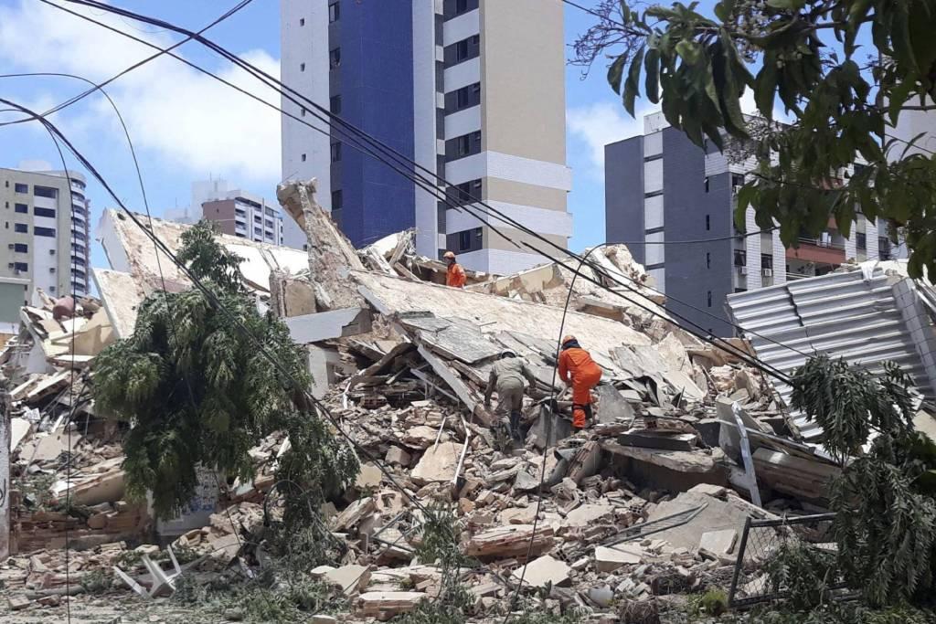 prédio em Fortaleza desabamento
