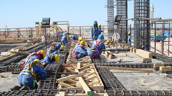 Imagem homens trabalhando na construção civil