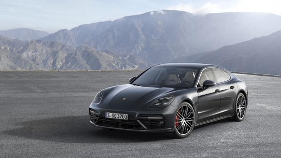 Porsche Panamera Lane Change