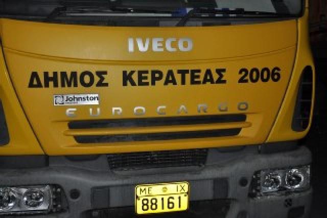 Τα ΜΑΤ προκαλούν φθορές σε δημόσιες περιουσίες αφού έσπασαν μέχρι και τα φανάρια δημοτκών οχημάτων!