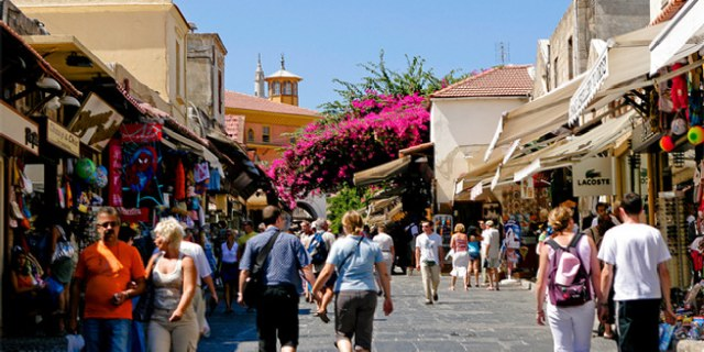 Hoteliers Chania: Tourism wrong