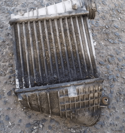 External intercooler dirt and debris