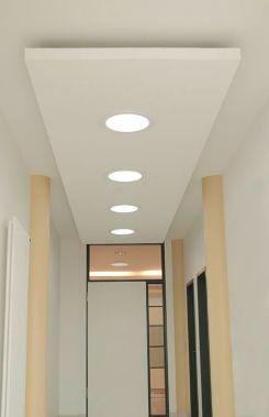 Eingangsbereich mit 4 Tageslicht _ Systemen Solatube 160 DS
