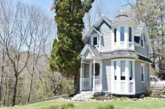 Tiny Victorian Cottage in Maine 001 rural_ dead end dirt road propane heat_ 4 acres_ shoreland addre