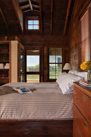 A-classic-ranch-house-in-Montana-bedroom