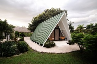 A-frame-Tiny-Homes-Fit-for-a-Vacation-roof