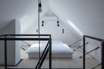 Attic-bedroom-with-black-accents-and-industrial-style