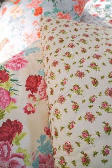 Bedding-set-floral-pattern